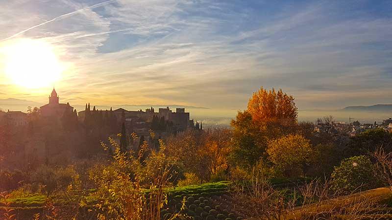 Vista de la Alhambra desde el Palacio del Generalife en otoño