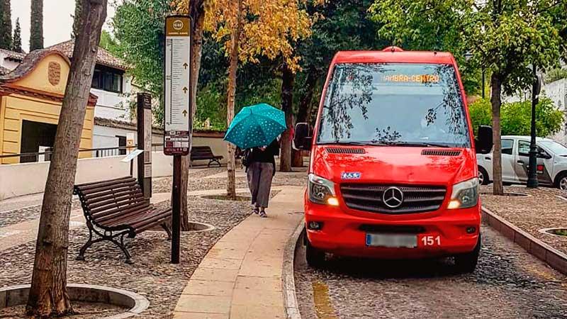 Cómo llegar a la Alhambra. La línea de microbús de Granada llegando a la Alhambra