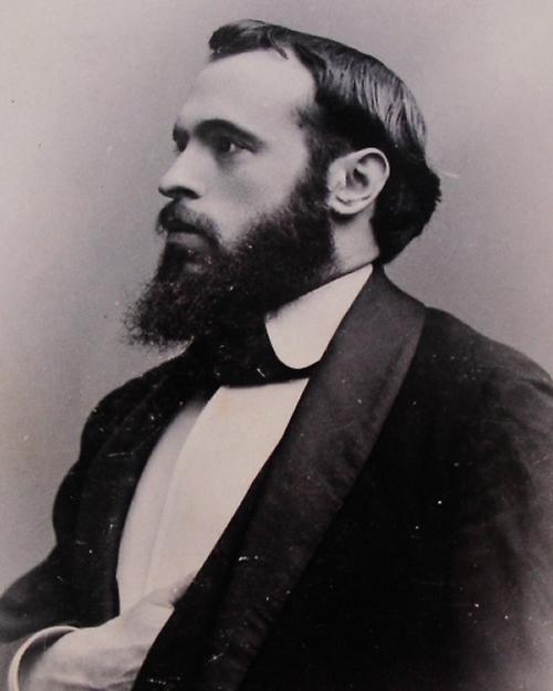 Foto de estudio del escritor granadino Ángel Ganivet  (1865-1898)
