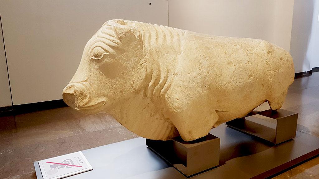 toro íbero realizado en piedra en el Museo Arqueológico de Granada