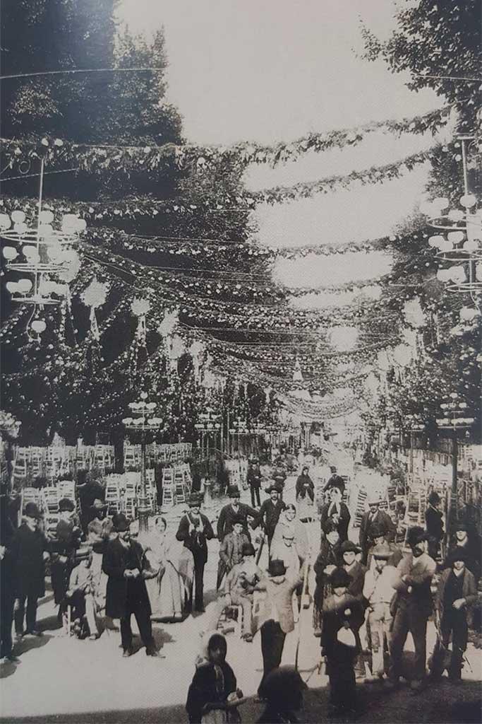 Iluminaciones y adornos en el Paseo del Salón de Granada a principios del siglo XX