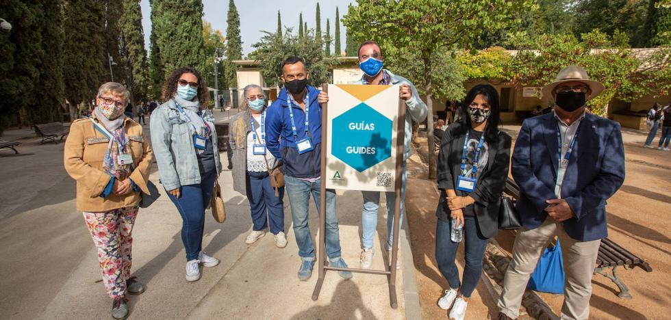 Los guías de turismo en Granada en el punto de guías del Monumento Alhambra (Fuente: IDEAL)